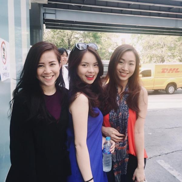Nhan sắc trẻ trung rạng rỡ của Thu Trang luôn nổi bật trong đám đông.