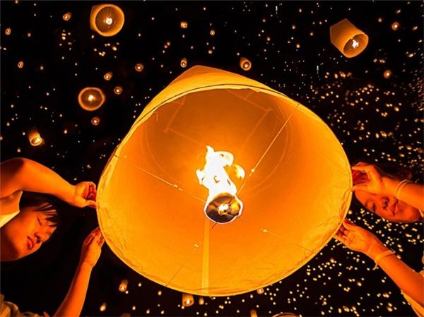 Lễ hội đèn trời tại Chiang Mai, Thái Lan.