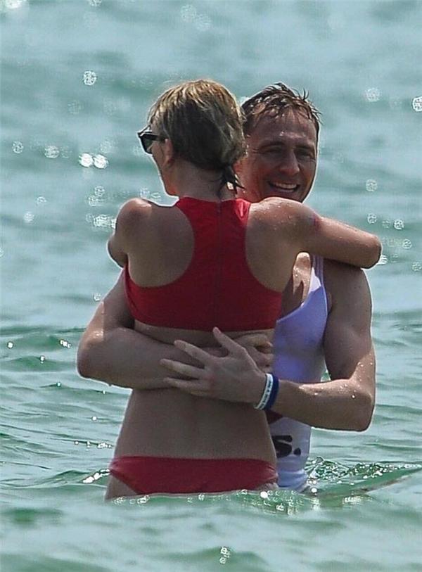 Cặp đôi vô cùng hạnh phúc và vui vẻ.