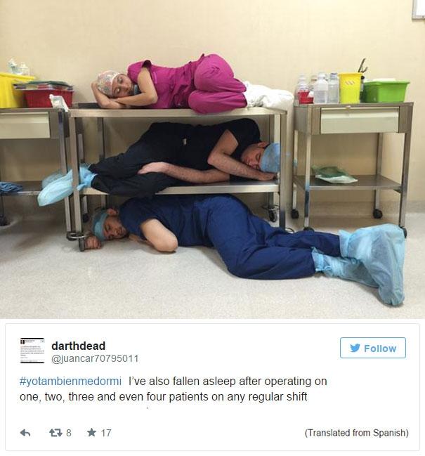 """Và đây là sự đáp trả của một bác sĩ người Mexico tên Juan Carlos với dòng hashtag #YoTambienMeDormi (có nghĩa là """"Tôi cũng từng ngủ gật"""" trong tiếng Tây Ban Nha).(Ảnh: Bored Panda)"""