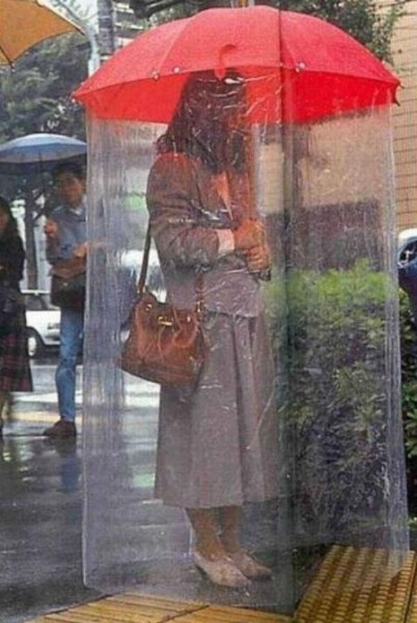 Như thế này thì em không sợ ướt mưa nữa nhé!