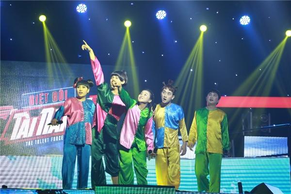 Ở tiết mục thứ hai mang tênThằng Cuội,Hương Lúa đã đưa khán giả trở về tuổi thơ với những trò chơi dân gian quen thuộc, góp phần giúp đội về vị trí thứ ba.