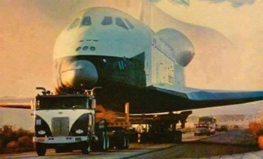 Mỗi lần máy bay mà hết xăng giữa chừng là rinh như vậy đó!