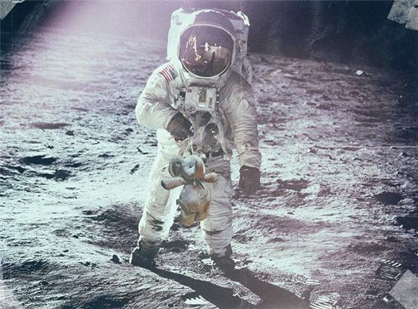 Đi ké phi thuyền lên tận mặt trăng luôn này.