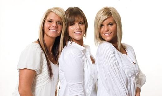 Các cô gái được điều trị laser để làm mờ sẹo.