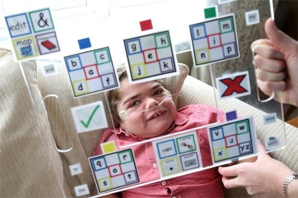Thế nhưng ngườimẹ đã vô cùng kiên nhẫn, quyết tâm dạy Jonathan đọc viết và làm toán.