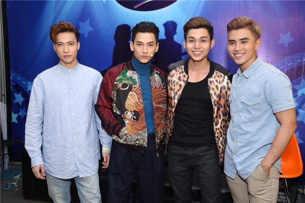 Các chàng trai trong nhóm 365 là khách mời đặc biệt trong đêm gala 5 của chương trình Thần tượng âm nhạc nhí 2016. - Tin sao Viet - Tin tuc sao Viet - Scandal sao Viet - Tin tuc cua Sao - Tin cua Sao