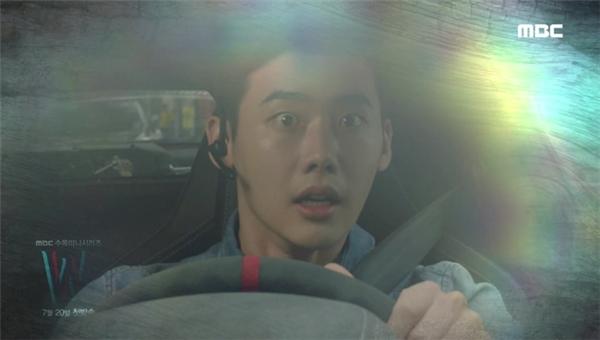 """Vừa chạm mặt Han Hyo Joo, Lee Jong Suk đã bị """"ăn tát"""""""
