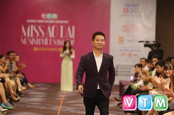Nhà báoLý Minh Tùng – thành viên ban giam khảo.