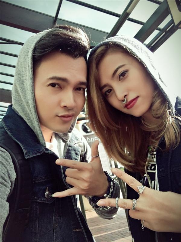 """""""Bỏ rơi"""" vợ mới cưới, Nam Cường du hí cùng """"người tình"""" Việt My"""