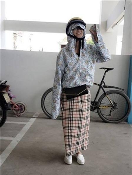 Hoàng Yến Chibi hài hước với bộ trang phục cầu kì khi xuống phố. - Tin sao Viet - Tin tuc sao Viet - Scandal sao Viet - Tin tuc cua Sao - Tin cua Sao
