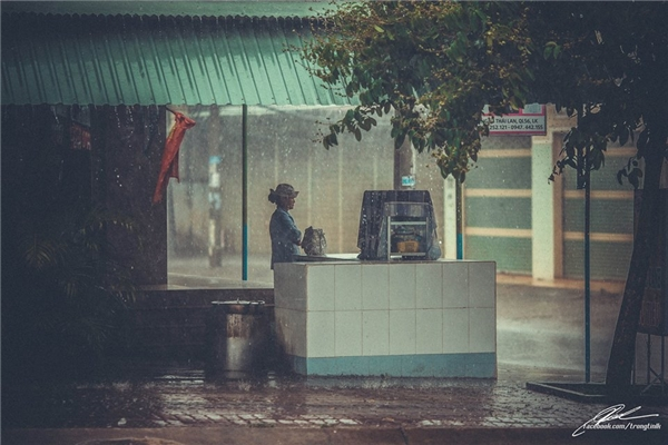 Cơn mưa có kéo dài sự ngóng chờ chăng (Ảnh: Lưu Khúc)