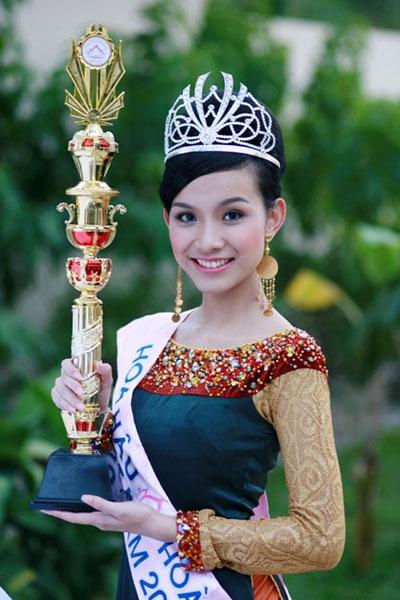 Năm 2008, Thùy Lâm là mĩ nhân may mắn được đội trên đầu chiếc vương miện có giá trị 12.000 USD có gắn hạt pha lê Swarovski của Áo.