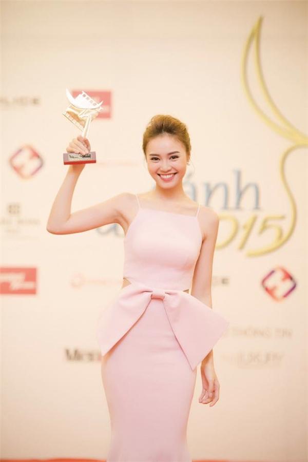 Việc nữ diễn viên xuất sắc đoạt giải thưởng danh giá Cánh Diều Vàng 2011 và Mai Vàng 2011 ngay khi mới chạm ngõ điện ảnh là một trong những tin tức sao Việt gây chú ý lúc bấy giờ. - Tin sao Viet - Tin tuc sao Viet - Scandal sao Viet - Tin tuc cua Sao - Tin cua Sao
