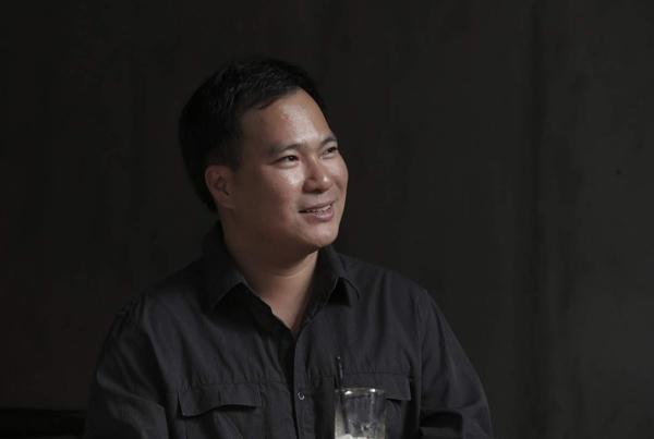 """Ở tuổi 40, Việt Anh quyết định """"phá lệ"""", không giữ sự e dè, kín đáo như trước để cởi mở hơn với khán giả bằng đêm nhạc kỉ niệm 20 năm làm nghề mang tên Dòng sông lơ đãng - cũng là tên một trong những ca khúc nổi tiếng nhất của anh. - Tin sao Viet - Tin tuc sao Viet - Scandal sao Viet - Tin tuc cua Sao - Tin cua Sao"""