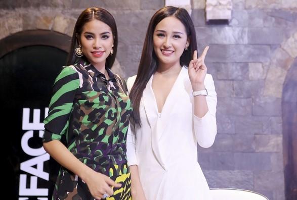 Phạm Hương, Mai Phương Thúy đang là gương mặt đại diện cho nhãn hàng trong thử thách chụp ảnh vừa qua.