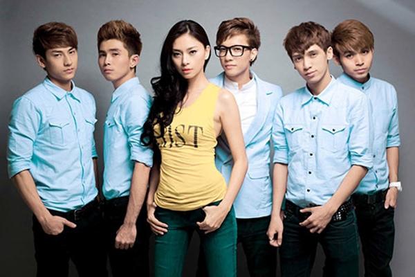 """365 là một nhóm nhạc gồm 5 thành viên: Isaac, June, Troni, S.T và Will, được """"bà bầu"""" Ngô Thanh Vânphát hiện trong cuộc thi tìm kiếm tài năng. - Tin sao Viet - Tin tuc sao Viet - Scandal sao Viet - Tin tuc cua Sao - Tin cua Sao"""