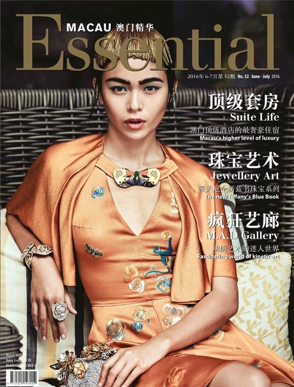Mới đây, Mâu Thủy tiếp tục mang về tin vui cho khán giả, giới mộ điệu thời trang nước nhà khi xuất hiện trên bìamột tạp chí thời trang danh tiếng tại Macao.