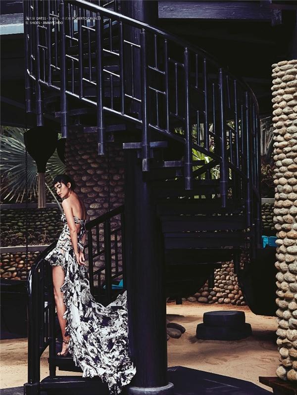 Mâu Thủy quyền lực trên bìa tạp chí thời trang ngoại quốc