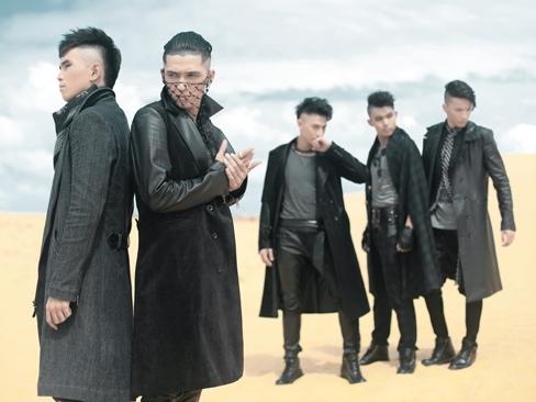 Trong sản phẩm mới này, 5 chàng trai trở về với style âm nhạc lúc mới debut. Tuy nhiên, sản phẩm mớicho thấy sự trưởng thành không chỉ ở chất nhạc mà còn ở tạo hình ấn tượng. - Tin sao Viet - Tin tuc sao Viet - Scandal sao Viet - Tin tuc cua Sao - Tin cua Sao