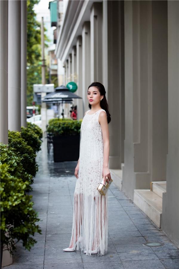 Được biết, ngay khi kết thúc họp báo vòng chung khảo cuộc thi Hoa hậu Việt Nam vào trưa cùng ngày, cô nhanh chóng về nhà nghỉ ngơi, đồng thời chuẩn bị trang phục, make-up, làm tóc cho buổi chiều.