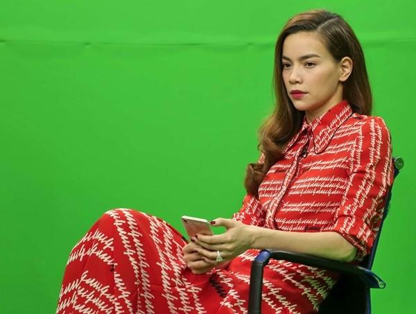 """Thế nhưng, dù đối mặt với không ít """"sóng gió"""", nữ giám khảo The Face cho thấy cô luôn mạnh mẽ và vững vàng vượt qua để có được vị thế hôm nay. - Tin sao Viet - Tin tuc sao Viet - Scandal sao Viet - Tin tuc cua Sao - Tin cua Sao"""