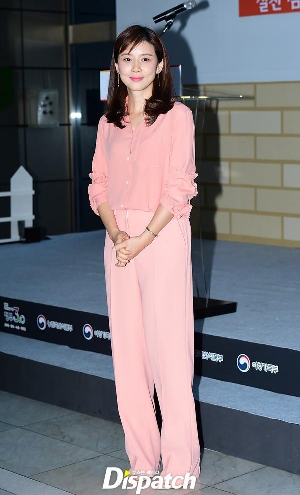 Lee Bo Young vừa xuất hiện xinh đẹp tại sự kiện Ngày hội tình yêu gia đình tháng 5 vừa qua