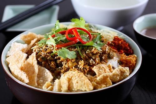 Ẩm thực Huế - Cơm hến Huế - món ăn dân dã mang đậm phong vị Huế.