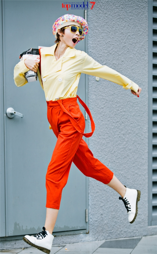 """Tính cách năng động, hoạt bát được cô thể hiện qua những tạo dáng linh hoạt khi di chuyển. Trong vòng thi Top Model Online, với những bức ảnh hút hồn, thành viên nhóm hài BB&BG giành chiến thắng thuyết phục trước 2 đối thủ """"nặng kí"""" về chiều cao, hình thể."""