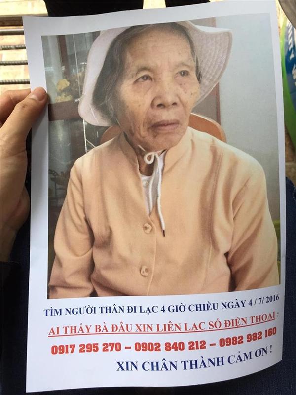 Hình ảnh bà cụ được gia đình dán ở khắp nơi, với mong muốn ai đó có thểnhìn thấy cụ.(Ảnh: NVCC)