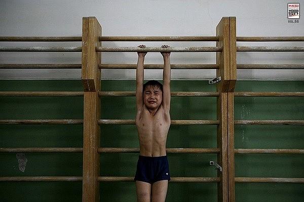 Loạt ảnh gây xót xa trong các lò đào tạo vận động viên nhí
