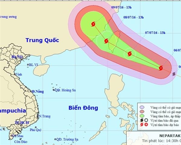 Vị trí và hướng di chuyển của siêu bão trên Biển Đông. Ảnh: NCHMF