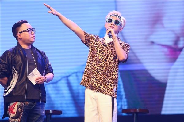 """Nam ca sĩ được MC Tùng Leo khen ngợi tài ứng xử khéo léo như """"hoa hậu"""". - Tin sao Viet - Tin tuc sao Viet - Scandal sao Viet - Tin tuc cua Sao - Tin cua Sao"""