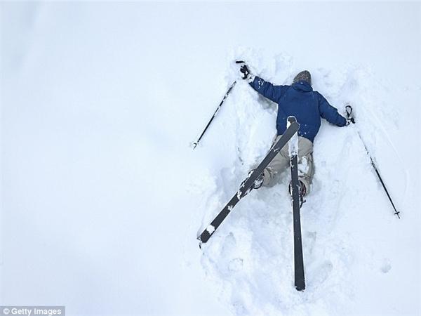 ...thế nhưng ngã ụp mặt xuống tuyết và bị chụp hình đem đi bêu riếu thì lại hay xảy ra hơn đấy. (Ảnh: Getty)