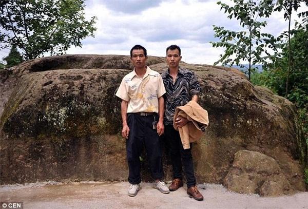 Những người dân làng đã mời các nhà nghiên cứu đến để khám phá bí ẩn này vì sao họ lại sinh được nhiều cặp sinh đôi đến vậy.(Ảnh: CEN)