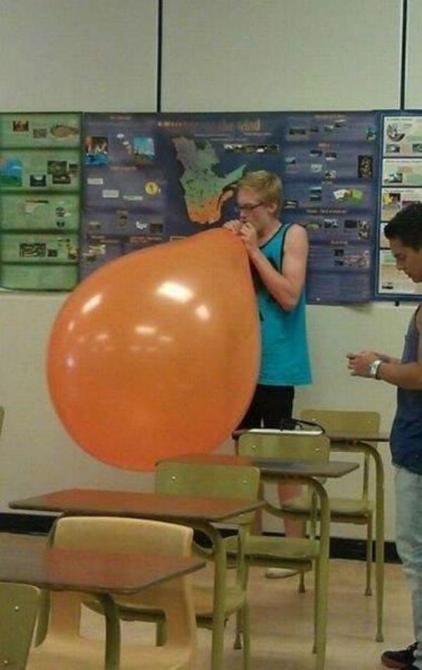 Chẳng phải quả bong bóng to đến mức này nên bị xem là phạm pháp hay sao?