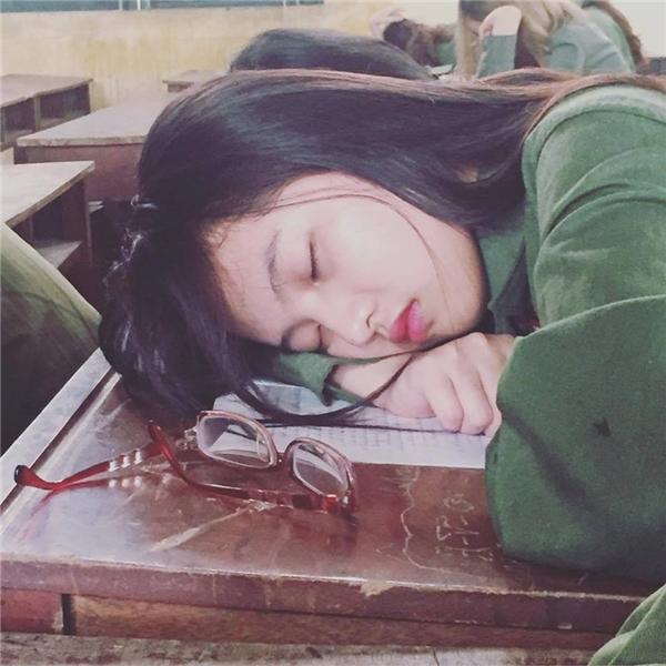 """""""Cô nàng ngủ gật"""" xinh như Trần Nghiên Hy khiến dân mạng điêu đứng"""