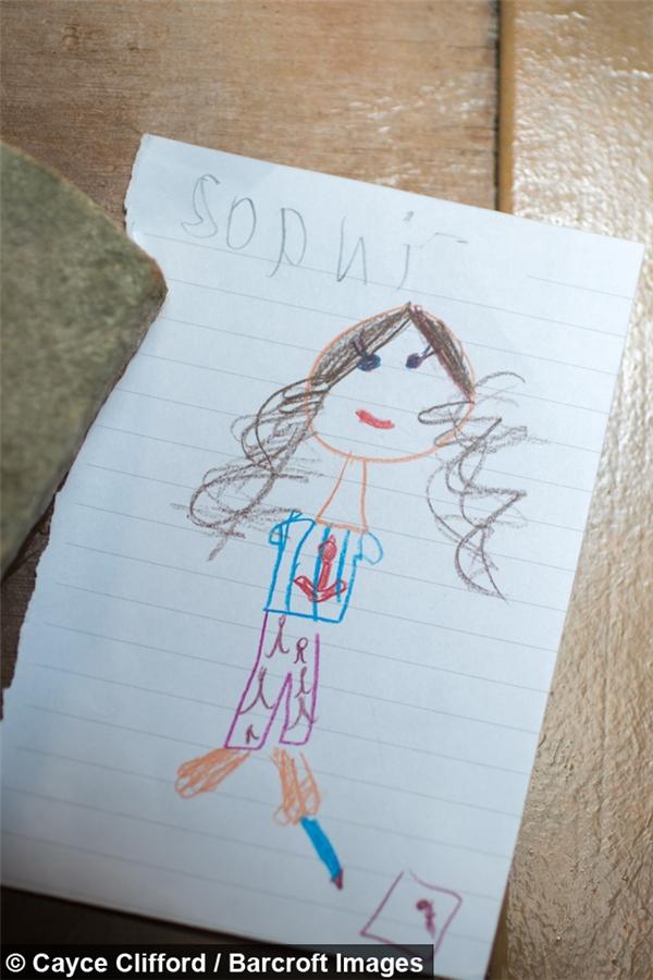 Bức tranh Sophie vẽ bằng chân.