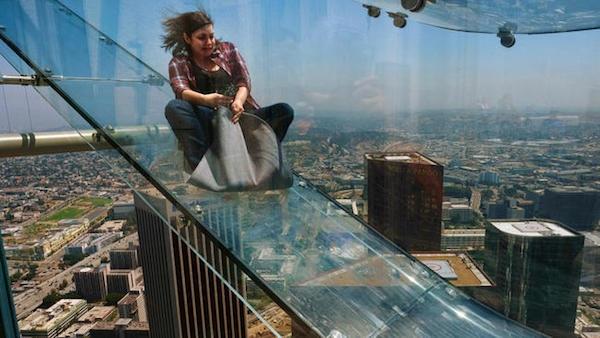 Đường trượt có tên Skyslide này là công trình đổi mới trị giá hàng tỉ đô la của tòa nhà cao nhất phía tâybang Mississippi.(Ảnh: Internet)