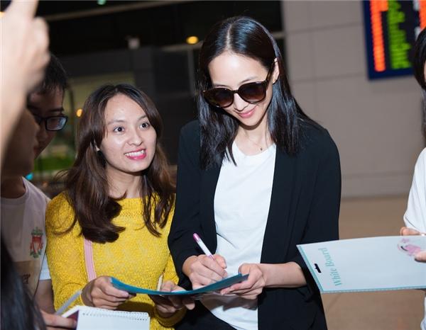 Sở hữu nhan sắc xinh đẹp cùng tài năng diễn xuất, Trương Quân Ninh là một trong những ngôi sao Hoa ngữ có lượng fan hùng hậu tại Việt Nam.
