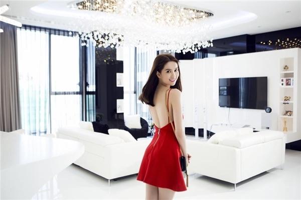 Căn hộ người đẹp đang ở có diện tích 200m2, nằm trên tầng 33 của một khu căn hộ cao cấp ở quận 7, TP.HCM, với trị giá 20 tỉ đồng. - Tin sao Viet - Tin tuc sao Viet - Scandal sao Viet - Tin tuc cua Sao - Tin cua Sao