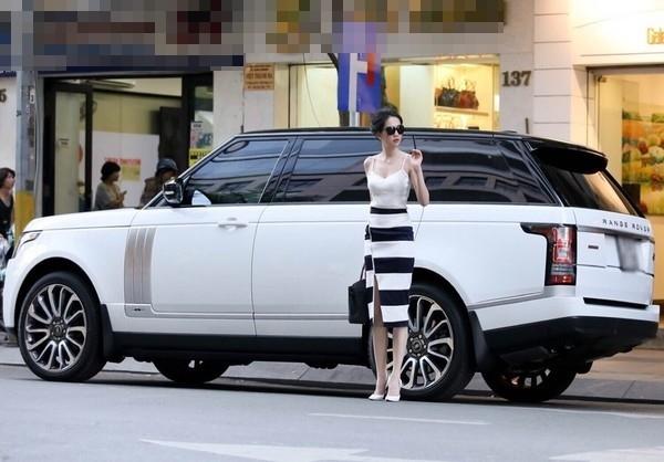 Cận cảnh chiếc xe siêu sang hàng hiếm Range rover LWBmới nhất của Ngọc Trinh có trị giá hơn 8 tỉ đồng. - Tin sao Viet - Tin tuc sao Viet - Scandal sao Viet - Tin tuc cua Sao - Tin cua Sao
