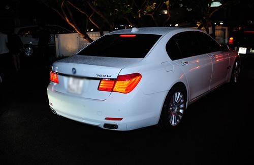 """Năm 2013, Ngọc Trinh """"tậu"""" một chiếc xe sang trắng muốt có biệt danh """"Boeing mặt đất"""" BMW 750 Li thuộc phiên bản đời 2011 có giá hơn 4 tỉ đồng. - Tin sao Viet - Tin tuc sao Viet - Scandal sao Viet - Tin tuc cua Sao - Tin cua Sao"""