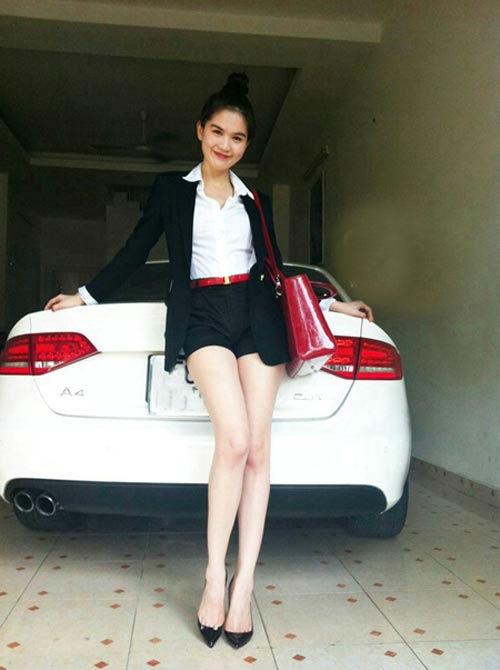 Trước đó, hình ảnh của người đẹp gốc Trà Vinh gắn liền với xế hộp Audi A4. - Tin sao Viet - Tin tuc sao Viet - Scandal sao Viet - Tin tuc cua Sao - Tin cua Sao