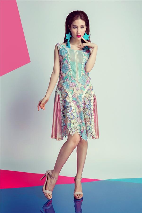 """Được biết, trang phục trong bộ ảnh mới nhất của nữ diễn viên Diễm My nằm trong bộ sưu tập (BST) """"Superstar – Because you are"""" của NTK Adrian Anh Tuấn với hơn 100 thiết kế."""