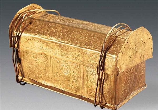 Chiếc rương vàng chứa mảnh xương được cho là xương sọ Đức Phật. (Ảnh: Tạp chí Di sản văn hóa Trung Quốc)