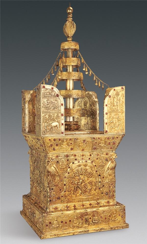 Bảo tháp được làm từ gỗ đàn hương, vàng, bạc cùng những trang trí chi tiết tinh xảo.(Ảnh: Tạp chí Di sản văn hóa Trung Quốc)