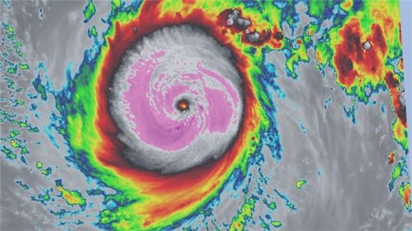 Hình chụp siêu bão từ vệ tinh.