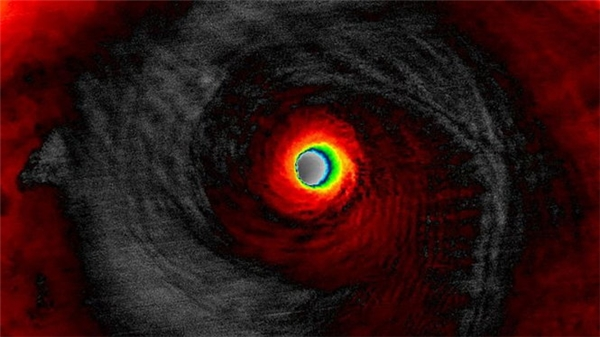 Hình chụp siêu bão đang tiến gần từ vệ tinh.
