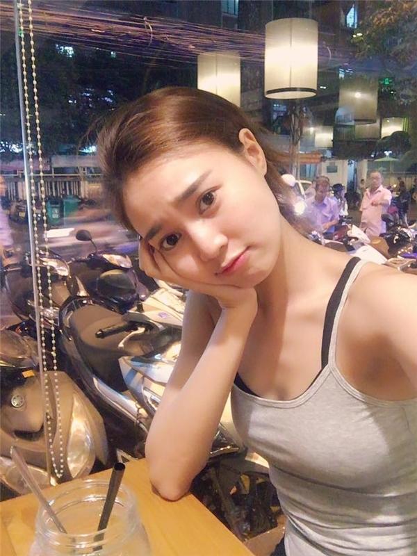 Ninh Dương Lan Ngọc là một trong số ít mĩ nhân Việt sở hữu nét đẹp mang hơi hướng truyền thống với mắt hai mí to tròn, gương mặt bầu bĩnh và nụ cười phúc hậu.Bởi vậy nên càng ít lạm dụng phấn son cầu kì, nữ diễn viên càng trông rạng rỡ và tươi trẻ. - Tin sao Viet - Tin tuc sao Viet - Scandal sao Viet - Tin tuc cua Sao - Tin cua Sao